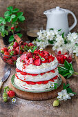 Meringue cake with strawberries
