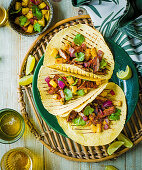Tacos al Pastor mit Schweinefleisch und Ananas