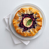 Apple and red cabbage in the crust