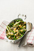 Puntarelle pan with peas and croutons