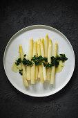 Fried white asparagus with wild garlic