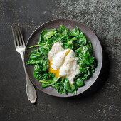 Poached egg on spinach with soubise sauce