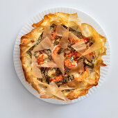 Filo pastry cake with prawns, artichokes and shallots