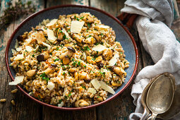 Spelt rice with mushrooms, parmesan and herbs