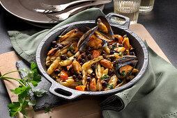 Cavatelli con ceci neri e cozze (pasta with black chickpeas and mussels, Italy)