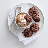 Coffee semi-frozen and served with chocolate cookies