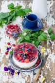 No Bake Cheesecake mit Beeren und Tortengelee