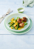Meatballs with potatoes and green beans
