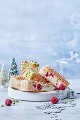 Ice cream sandwiches with raspberries (Christmas)