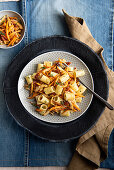 Pasta with garlic, chicken, sweet potatoes, tomatoes and thyme