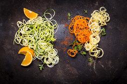 Verschiedene Gemüsespiralen (Coodles, Zoodles, Kartoffel)