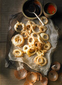 Fried onion rings with dips