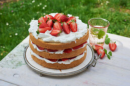 Strawberry cake with mascarpone