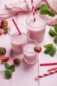 Vegan strawberry yogurt shakes