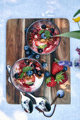Mascarpone cream with berries and crunch