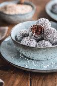 Chokladbollar (chocolate balls with desiccated coconut, Sweden)