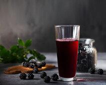 Blackberry juice and fresh blackberries