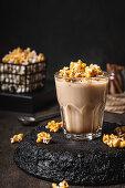 Coffee with caramelized popcorn