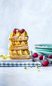Puff pastry custard slices mit raspberries