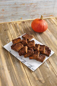 Pumpkin brownies with dates