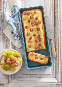 Yeast cake with grapes