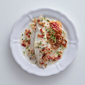 Sea bream fillets with bacon in white wine, cream and tarragon