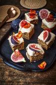 Squash cake with rosehip cream