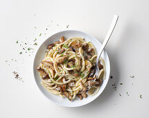 Spaghetti with cheese, pepper and mushrooms