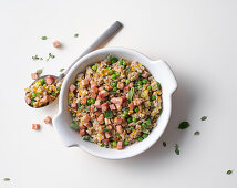 Milk-fed veal sauce with peas and ham