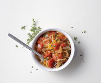 Date tomato sauce with spring onions