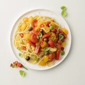 Spaghetti ai 5 pomodori (Spaghetti with five different types of tomato)