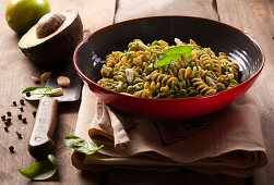 Wholemeal fusilli with almonds, spinach and avocado
