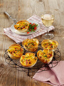 Toast muffins with ham and cheese