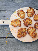 Small rolled cinnamon buns