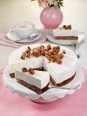 Mohn-Joghurt-Torte mit karamellisierten Haselnüssen