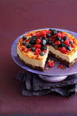Berry cheesecake with brownie base