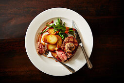 Fillet of beef Rossini with fried potatoes and green beans