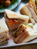Sandwich corners with fried egg, ham and tomatoes