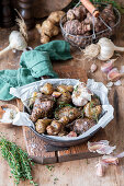 Roasted jerusalem artichokes with garlic and thyme