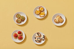 Five colourful sweet blinis
