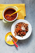 Wholemeal pasta with vegetable-tomato sauce