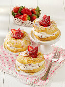 Crispy strawberry rings with creamy quark