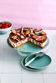 Yoghurt-and-strawberry cake with a biscuit base