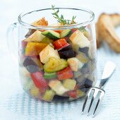 Gemüse-Reblochon-Käse-Salat