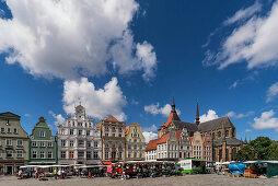 Neuer Markt, Marktstaede, Giebelhaueser,  Marienkirche, Rostock , Mecklenburg-Vorpommern