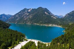 Plansee mit Blick nach Westen auf Soldatenköpfle und Hochjoch, Tirol, Österreich