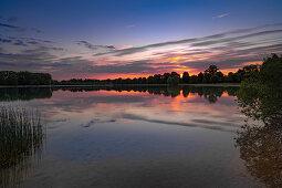 Der Langwieder See in der Abendstimmung, Naherholungsgebiet im Münchener Westen, Bayern, Deutschland