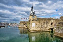 Blick auf die alte Ville Close von Concarneau, Bretagne, Frankreich, Europa