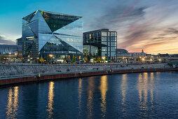 Cube Berlin, modernes Bürogebäude am Washingtonplatz nähe Hauptbahnhof, Glasfassade, Berlin, Deutschland