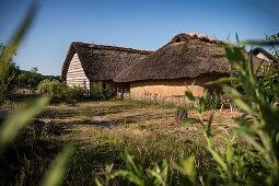 """UNESCO Weltkulturerbe """"Archäologischer Grenzkomplex Haithabu und Danewerk"""", Wikinger Bauten, Archäologischer Museumskomplex Haithabu, Busdorf, Schleswig-Holstein, Deutschland"""
